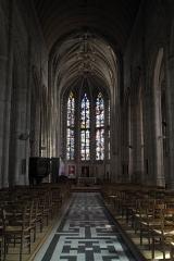 Eglise Sainte-Foy - Deutsch: Katholische Kirche Sainte-Foy in Conches-en-Ouche im Département Eure (Haute-Normandie/Frankreich), Innenraum mit Blick zum Chor