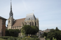Eglise Sainte-Foy - Deutsch: Katholische Kirche Sainte-Foy in Conches-en-Ouche im Département Eure (Haute-Normandie/Frankreich), Ansicht von Südosten
