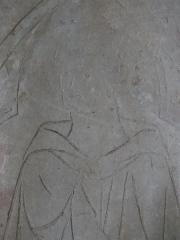 Eglise Sainte-Foy - Détail de la dalle funéraire de Guillaume de Conches, en pierre du XIIIe siècle, provenant de l'église Saint-Germain du Tilleul-Fol-Enfant.