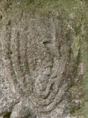 Allée couverte - Français:   Figure en relief sur une dalle à gauche de l\'allée couverte de Dampmesnil (Eure, Normandie).