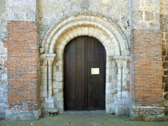 Eglise - English: 12th-century romanesque door of the church Saint-Ouen in Duranville (France). The portal is classified as Monument historique.