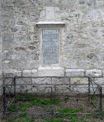 Cathédrale Notre-Dame - Autour de l'église Saint-Pierre, à Saint-Pierre-d'Autils, commune déléguée de La Chapelle-Longueville (Eure). Clocher classé au titre des Monuments historiques ravalé en 2017-2018.