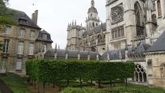 Evêché et ses dépendances - Français:   Cathédrale Notre-Dame d\'Évreux et musée de l\'ancien évêché (Normandie)