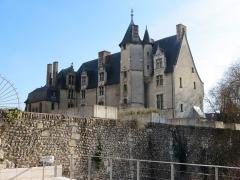 Evêché et ses dépendances - Français:   Musée d\'Évreux vue depuis la parvis de la cathédrale.