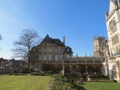 Evêché et ses dépendances - Français:   Vue du Musée d\'Évreux depuis le chevet de la cathédrale d\'Évreux, accès par le jardin de l\'évêché.