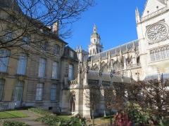 Evêché et ses dépendances - Français:   Musée, cloître et cathédrale d\'Évreux.