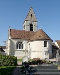 Eglise - Français:   L\'église Saint-Pierre de Fourges (Eure, Normandie) vue depuis le cimetière attenant.