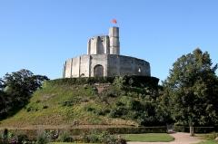 Restes du château -  Chateau de Gisors, Normandy, France