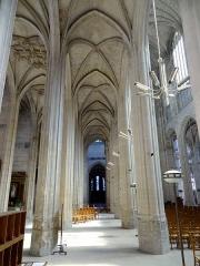 Eglise Saint-Gervais-Saint-Protais - Interior of Collégiale Saint-Gervais-Saint-Protais - voir titre.