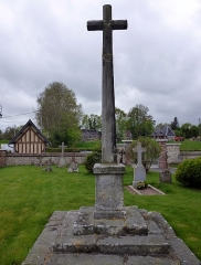 Croix de cimetière - English: A crucifix on the graveyard of the church in Notre-Dame-d'Epine in the  Departement Eure in the region Haute-Normandie in France. It is indexed in the additional list of