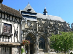 Eglise Notre-Dame-des-Arts - English: Façade sud de l'église de Pont-de-l'Arche