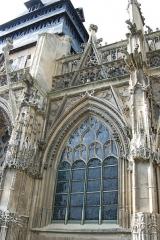 Eglise Notre-Dame-des-Arts - English: Exterior bay, south façade, Notre-Dame-des-Arts, Pont-de-l'Arche
