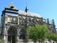Eglise Notre-Dame-des-Arts - Français:   Photographie de l\'église de Pont-de-l\'Arche: Notre-Dame-des-arts (2010)