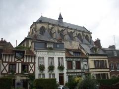 Eglise Notre-Dame-des-Arts - Français:   Vue de l\'église en contrebas depuis les rives de la Seine