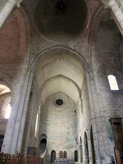 Ancienne abbaye Saint-Etienne - Abbaye d'Aubazine - Transept avec l'escalier du dortoir des moines et coupole de la croisée