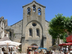 Ancienne abbaye Saint-Etienne - Abbaye d'Aubazine - Marché devant l'église