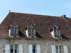 Immeuble du Bessol - Français:   Lucarnes de l\'immeuble du Bessol, place Marbot, Beaulieu-sur-Dordogne, France.