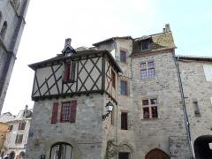 Maison du 15e siècle - Français:   Maison du XVe siècle, place de la Bridolle, Beaulieu-sur-Dordogne, France.