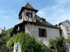 Vieille maison - Français:   L\'auberge de jeunesse de Beaulieu-sur-Dordogne, Corrèze, France.