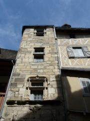 Maison Bosselut - Français:   Fenêtres de l\'escalier à vis, maison Bosselut, rue de la République, Beaulieu-sur-Dordogne, Corrèze, France.