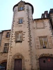 Maison Calary - Français:   Maison à tourelle carrée dite maison Calary (Beaulieu-sur-Dordogne)