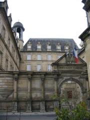 Ancien Collège des Doctrinaires ou ancien collège de jeunes filles - English: City hall of Brive-la-Gaillarde (courtyard), South-Western France