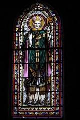 Eglise Saint-Pardoux - Deutsch: Katholische Kirche Saint-Pardoux in Bugeat im Département Corrèze (Nouvelle-Aquitaine/Frankreich), Bleiglasfenster; Darstellung: Heiliger Pardulf von Gueret