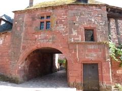 Maison du 16e siècle dite «maison de la Sirène» - Français:   Vue partielle de la façade sur rue de la maison de la Sirène