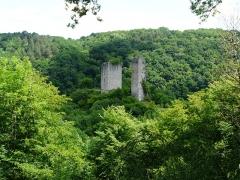 Ruines des tours de Carbonnières - Français:   Les tours de Carbonnières, Goulles, Corrèze, France.