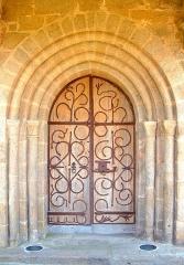 Eglise Saint-Barthélémy -  porte de l'église, porche roman limousin. Corrèze 2007.