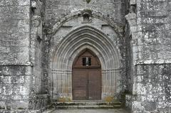 Ancien prieuré Saint-Michel des Anges - Deutsch: Ehemalige Prioratskirche Saint-Michel-des-Anges in Saint-Angel im Département Corrèze (Nouvelle-Aquitaine/Frankreich), Portal
