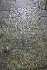 Ancien prieuré Saint-Michel des Anges - Deutsch: Ehemalige Prioratskirche Saint-Michel-des-Anges in Saint-Angel im Département Corrèze (Nouvelle-Aquitaine/Frankreich), Grabplatte