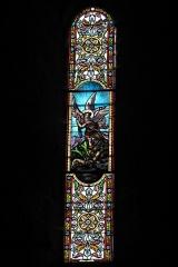 Ancien prieuré Saint-Michel des Anges - Deutsch: Ehemalige Prioratskirche Saint-Michel-des-Anges in Saint-Angel im Département Corrèze (Nouvelle-Aquitaine/Frankreich), Bleiglasfenster; Darstellung: Erzengel Michael