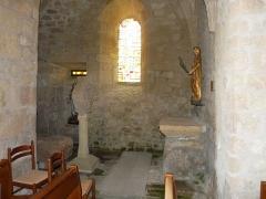 Eglise Saint-Cyr-Sainte-Julitte - Français:   Bas-côté de l\'église saint-Cyr-Sainte-Julitte, Saint-Cirgues-la-Loutre, Corrèze, France.