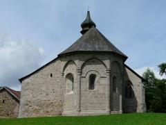 Eglise Saint-Frédulphe - Français:   Le chevet de l\'église Saint-Frédulphe, Saint-Fréjoux, Corrèze, France.