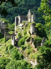 Restes du château de Merle - Les tours de Merle, Saint-Geniez-ô-Merle, Corrèze, France.