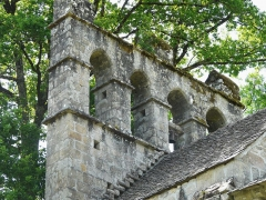 Chapelle de Glény - Français:   Le clocher-mur de la chapelle de Glény, Servières-le-Château, Corrèze, France.