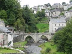 Pont ancien sur la Vézère -  Treignac (Trainhac en occitan) est une commune française, située dans le département de la Corrèze et la région Limousin