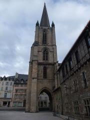 Cathédrale Saint-Martin, actuellement Notre-Dame et cloître, actuellement Musée municipal£ - Vue du clocher de la cathédrale Notre-Dame de Tulle, à Tulle, dans le département de Corrèze, en France, en janvier 2009.