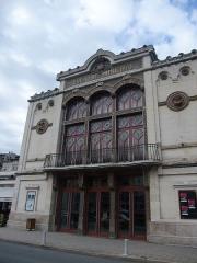 Théâtre municipal L'Eden - English: General view of the façade of the Théâtre des sept collines (