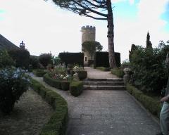 Vestiges du château -  Donjon de turenne en correze