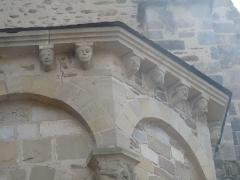 Eglise Saint-Pierre - Modillons sur le chevet de l'abbatiale de Vigeois en Haute-Vienne