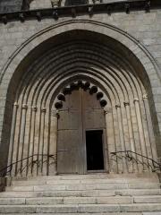 Eglise Saint-Barthélémy - Français:   Portail de l\'église abbatiale Saint-Bartélémy de Bénévent-l'Abbaye en Creuse