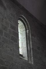 Eglise Saint-Barthélémy - Deutsch: Abteikirche Saint-Barthélémy in Bénévent-l'Abbaye im Département Creuse (Nouvelle-Aquitaine/Frankreich), Fenster