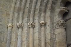 Eglise Saint-Barthélémy - Deutsch: Abteikirche Saint-Barthélémy in Bénévent-l'Abbaye im Département Creuse (Nouvelle-Aquitaine/Frankreich), Archivoltenportal