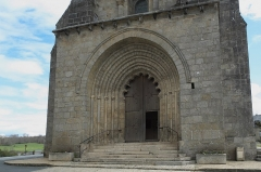 Eglise Saint-Barthélémy - Deutsch: Abteikirche Saint-Barthélémy in Bénévent-l'Abbaye im Département Creuse (Nouvelle-Aquitaine/Frankreich), Portalfassade