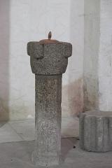 Eglise Saint-Barthélémy - Deutsch: Abteikirche Saint-Barthélémy in Bénévent-l'Abbaye im Département Creuse (Nouvelle-Aquitaine/Frankreich), Weihwasserbecken