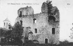 Restes du château -  Les tours, ruines de l'ancien château féodal, Crocq, Creuse, France