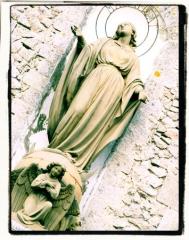 Ancienne église -  Statue de la Vierge ornant la tour-clocher de Dun-le-Palestel (23).
