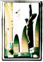 Ancienne église -  Crucifix à l'intérieur de l'église de Dun-le-Palestel (23).